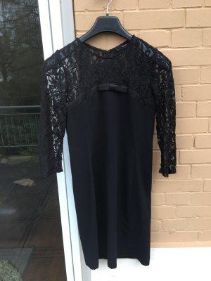 Schwarzes Kleid mit spitze hallhuber schleife
