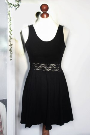 Schwarzes Kleid mit Spitze Rückenausschnitt 36 38 S H&M