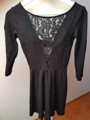 Schwarzes Kleid mit Spitze und tiefem Ausschnitt; Gr. 36