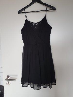 Schwarzes Kleid mit Spitze von Vero Moda (M)