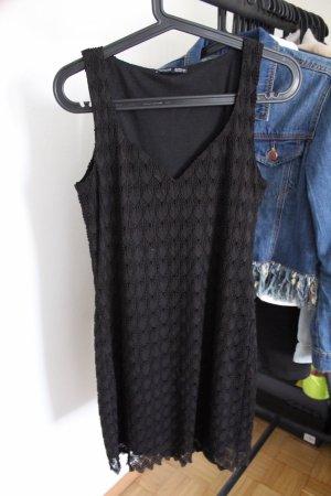 Schwarzes Kleid mit Spitze von Zara