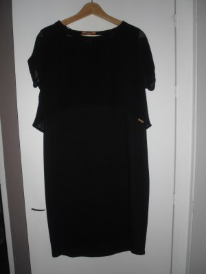 schwarzes Kleid mit transparentem Überziehshirt