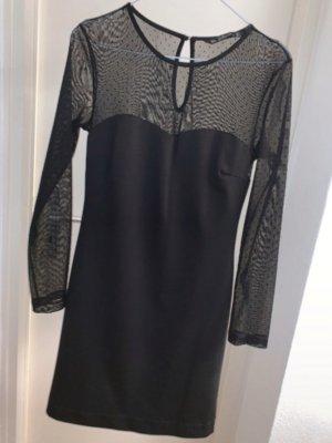 Schwarzes Kleid mit transparenten Armen und Ausschnitt mit Punkten von zara