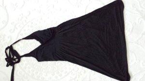 schwarzes Kleid mit V-Auschnitt