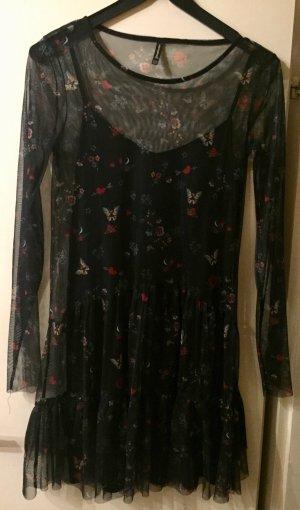 Schwarzes Kleid mit Volants