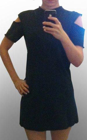 schwarzes Kleid postapokalyptisch mit cut outs minimalstisch