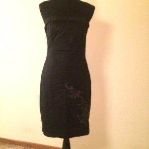 Schwarzes Kleid schulterfrei mit Blumenmuster