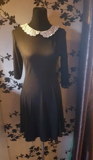 Schwarzes Kleid - Spitze - Bubi Kragen - Gr. 42 / 44 - Neu
