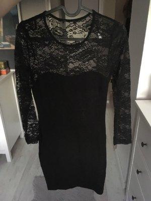 Schwarzes Kleid Spitze figurbetont