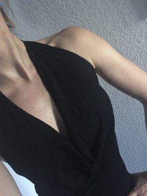 Schwarzes Kleid tiefer Ausschnitt rückenfrei