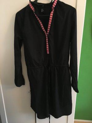 schwarzes Kleid Tunikabluse mit Muster am Kragen