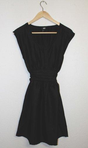 Schwarzes Kleid - ungetragen