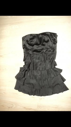 Schwarzes Kleid von Amisu