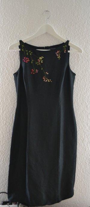 Schwarzes Kleid von Ann Taylor mit Blumenstickerei U-Boot Ausschnitt