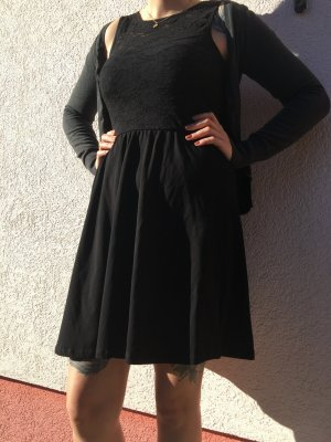 schwarzes kleid von even&odd