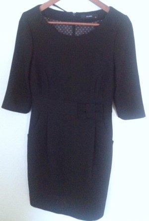 Schwarzes Kleid von Hallhuber