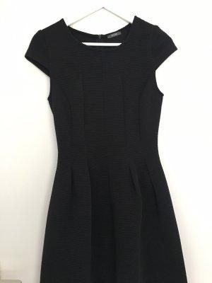 Schwarzes Kleid von Kiomi