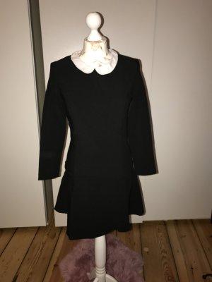 Schwarzes Kleid von Mango mit einem weißen Kragen