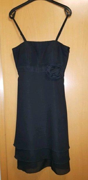Schwarzes Kleid von Manguun