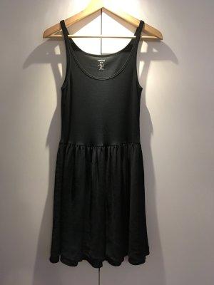 Schwarzes Kleid von MARCCAIN