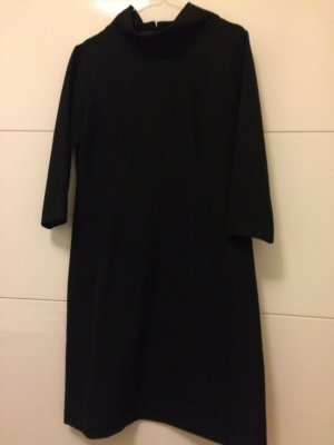 Schwarzes Kleid von Max volmary. Sehr edler Stoff, knielang. Neuwertig, da nur 1x getragen. Neupreis 200 Euro