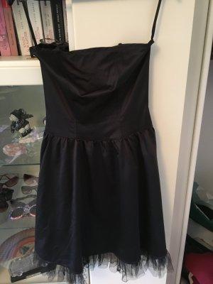 Schwarzes Kleid von Melrose