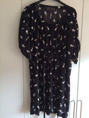Schwarzes Kleid von Nümph
