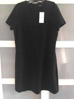 Schwarzes Kleid von Reserved