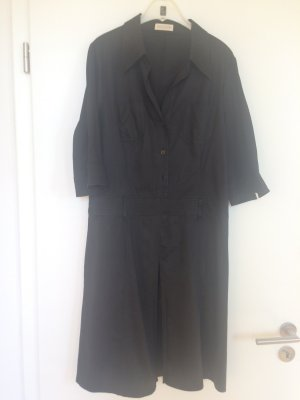 Schwarzes Kleid von St. Emile