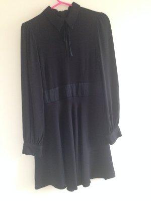 Schwarzes Kleid von Zara mit Schleife aus Samt, Größe S