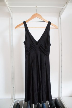 Schwarzes Kleid von Zara mit schönem Ausschnitt