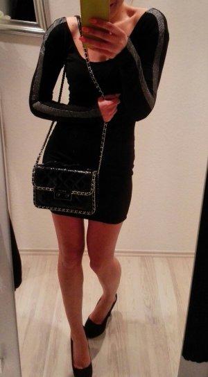 Schwarzes Kleid von Zara mit tiefem Rückenausschnitt