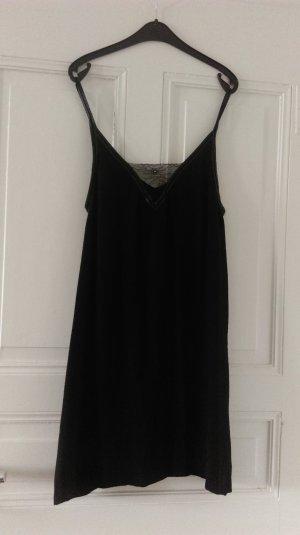 schwarzes Kleidchen von Maje mit Spitze
