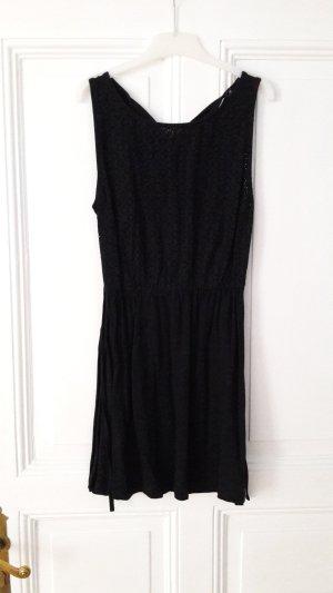 schwarzes, knielanges Kleid