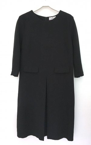 schwarzes knielanges Kleid