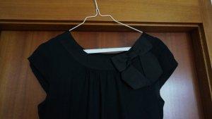 Schwarzes knielanges Kleid mit Schleife am Ausschnitt