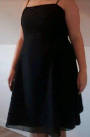 schwarzes knielanges Kleid Swing