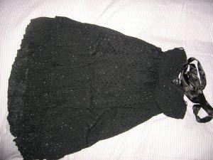 Schwarzes knielanges Neckholderkleid