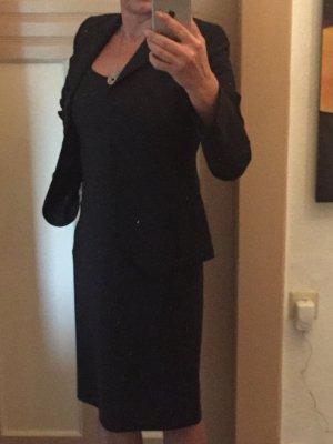 Schwarzes Kostüm von Windsor