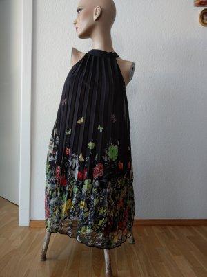 Schwarzes Kreppkleid mit Blumenmuster