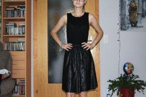 Schwarzes Kurzarm Kleid