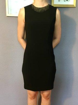 Schwarzes kurzes Kleid mit Glitzerkragen