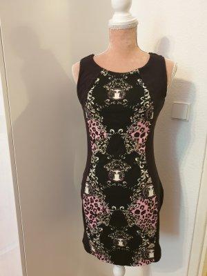 schwarzes, kurzes Kleid mit leoprint