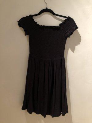 Schwarzes kurzes Kleid mit Raffung