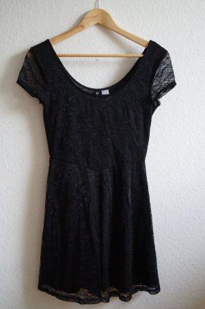 schwarzes kurzes Kleid mit Spitze