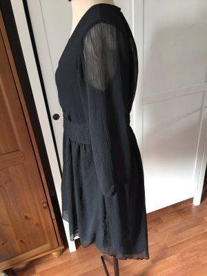 schwarzes kurzes leichtes Kleid mit transparenten 3/4-Ärmeln von Vero Moda