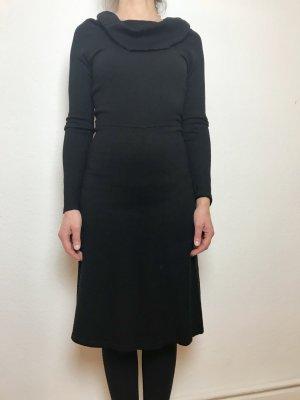 Schwarzes kuscheliges Turnover Kleid