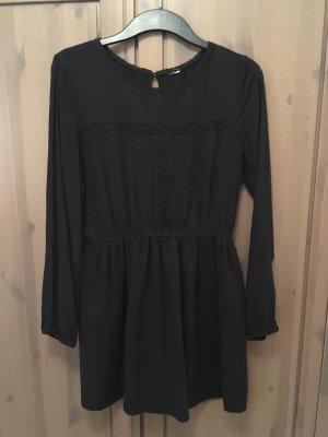 Schwarzes langärmliges Kleid