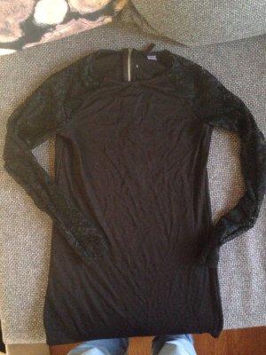 Schwarzes langarm Kleidchen mit spitzenärmeln