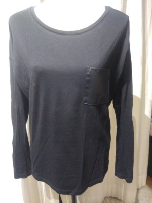 Schwarzes Langarmshirt mit Ledertasche Gr. M